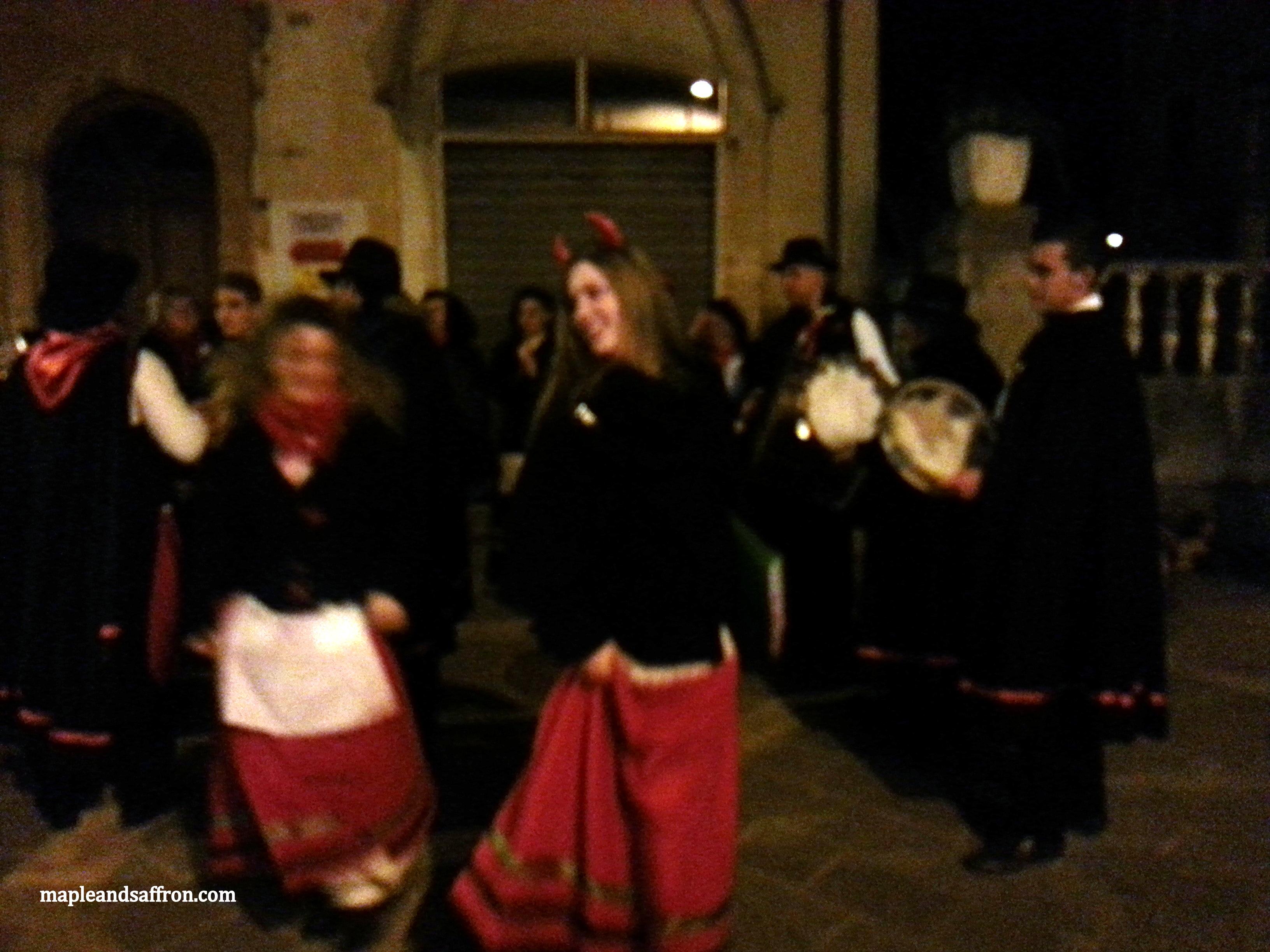 Girls dancing during Santantoniari's performances