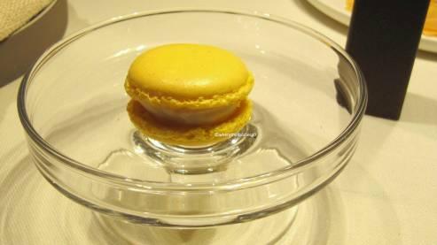 Macaron allo zafferano, parmigiano