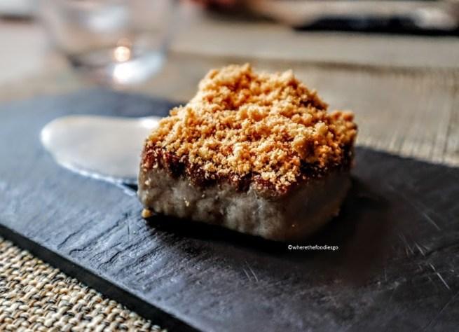 """Tonno, polvere di arachidi, miele e maionese al cocco (secondo posto """"miglior tapas di Girona 2011)"""